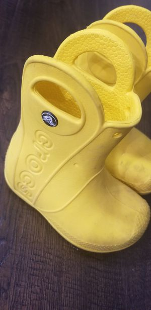 Crocs rain boots yellow size 6 for Sale in Renton, WA