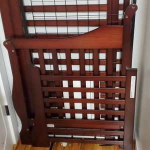 Baby Crib With Mattress In excellent Condition for Sale in Queens, NY