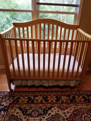 Beautiful baby crib with mattress and drawer for Sale in Waterford Township, MI