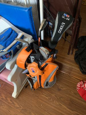 childs golf bag and clubs for Sale in Manassas, VA