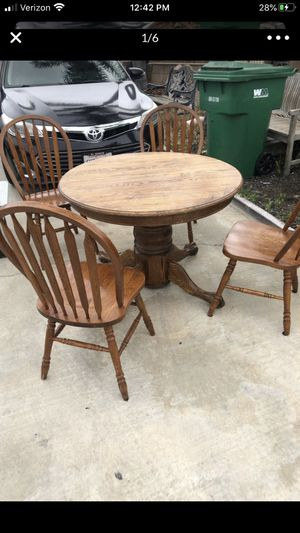 Selling kitchen table 41x41 round with 4 chairs for Sale in Chino, CA