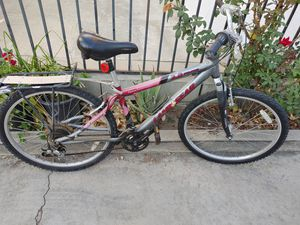 Women's bike. In excellent condition. Land gear. Shimano. C201. With gears for Sale in Alhambra, CA