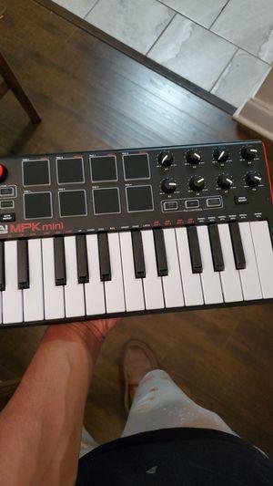 Akai MPK Mini 25 key for Sale in Gretna, LA