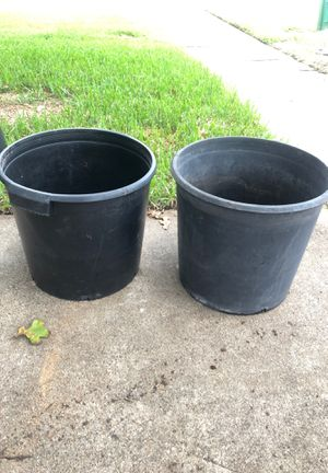Two large black flower pot for Sale in Colleyville, TX
