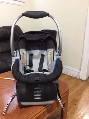 Baby trend car seat with base for Sale in Chicago, IL