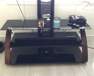 Glass and wood TV stand for Sale in Hialeah, FL