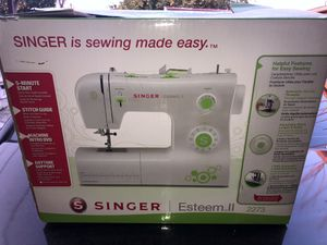 Singer Sewing Machine for Sale in Fresno, CA