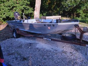 16 ft Bass ATTACKER by Sea Nymph for Sale in Winfield, MO
