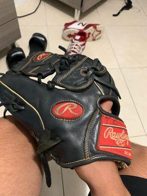 Rawlings lefty baseball glove for Sale in Hialeah, FL