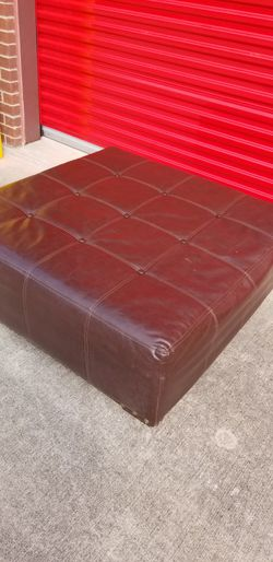Oversized Tufted Leather Ottoman for Sale in Frisco,  TX