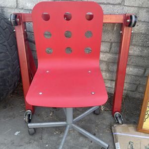 Kids / Adult Red Desk Chair Goes Up And Down for Sale in Monterey Park, CA
