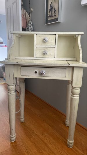 Shabby chic vanity for Sale in Los Angeles, CA