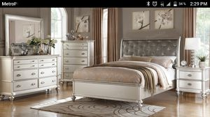 4 piece queen bed drreser mirror and 1 night stand for Sale in US