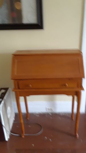 Wood Desk for Sale in Detroit, MI