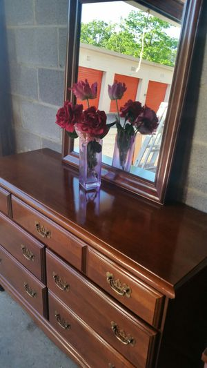 BEAUTIFUL SOLID WOOD 6 DRAWERS DRESSER WITH BIG MIRROR ALL DRAWERS SLIDING SMOOTHLY for Sale in Fairfax, VA
