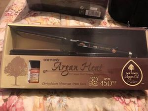 Brand New Flat Iron for Sale in Lancaster, OH