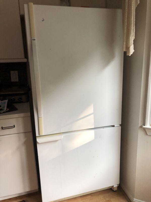 Amana Refrigerator freezer bottom in excellent condition