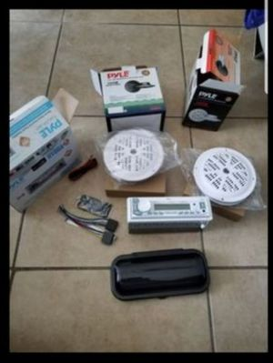 """Radio Marine Full Am/FM Stereo Receiver, Pyle Set. 4 size 5.25"""" Waterproof back cone style speakers 100 Watts and Radio cover. Bluetooth. for Sale in Miramar, FL"""