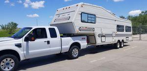 2008 f250 super duty 93 fifthwheel 32 f camper for Sale in Lincoln, NE