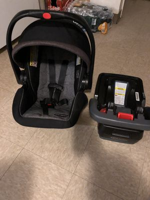 Grace snuglock infant car seat and base for Sale in Naugatuck, CT