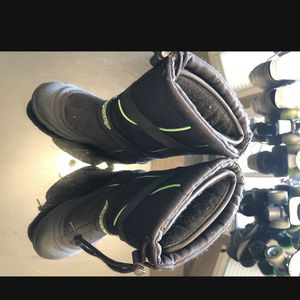 ArcticCat Snowmobile Shoes Youth Size 6 for Sale in Madera, CA