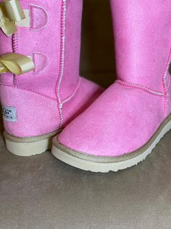 Beautiful Hot Pink Uggs Boots for Sale in Raleigh,  NC