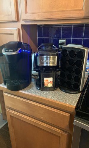 Keurig coffee maker, keurig coffee maker pod holder & Cuisinart Juiciner for Sale in Woodbury, NJ