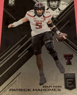 Patrick Mahomes Rookie Card -Great Condition!!! for Sale in Normandy Park,  WA