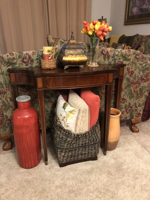 Vintage Antique Console Table for Sale in Yorba Linda, CA