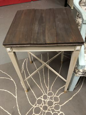 Cute antique side table for Sale in Boiling Springs, SC