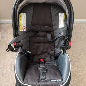 Graco Infant Car Seat with 2 Bases for Sale in Canton, MI