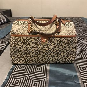 Tommy Hilfiguer Bag for Sale in Phoenix, AZ