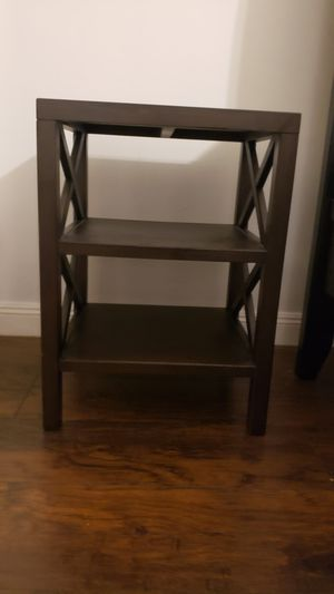 Nice little brown side table for Sale in Hallandale Beach, FL