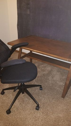 Desk and chair for Sale in Fairview Heights, IL