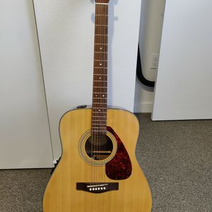 Yamaha Acoustic Guitar for Sale in Kent, WA