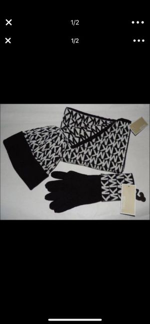 Michael Kors winter set, jacket, scarf, gloves and scarf for Sale in Miami, FL