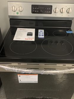 Frigidaire Electric RANGE for Sale in Maple Heights,  OH