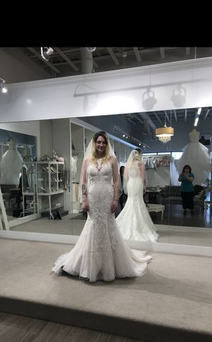 Maggie Sotero Liberty Lace Vneck wedding dress never worn for Sale in Kennewick, WA