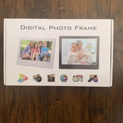 Digital Photo Frame LED HD display for Sale in Lake Elsinore,  CA