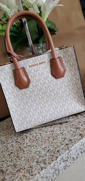 Michael kors small purse for Sale in Temecula, CA