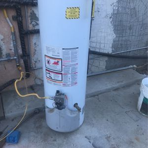 30 gallons water heater two month guarantee for Sale in Arvin, CA