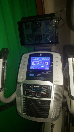 Elliptical c7.5 nordicTrack with bluetooth for Sale in Obetz, OH