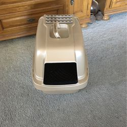 Covered Cat Litter Box for Sale in Henderson,  NV