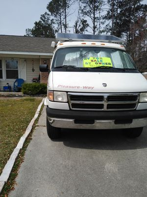 This is an RV camper it's an 1997 with alot of extras for Sale in Wilmington, NC