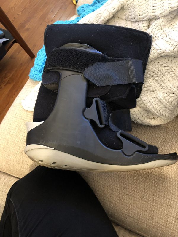 Ovation Medical boot size m
