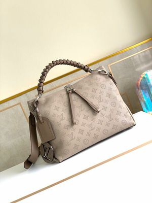 Louis Vuitton handbag tisee for Sale in San Diego, CA
