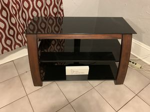 Nice oak tv stand with tinted glass for Sale in Orlando, FL