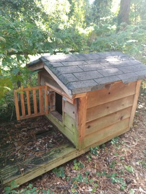 Dog House for medium and small dogs for Sale in Marietta, GA