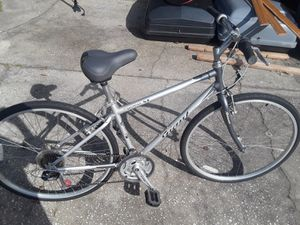 """Giant Cypress ST hybrid bike with 700 tires (like new), 17"""" frame, excellent condition. for Sale in Wesley Chapel, FL"""