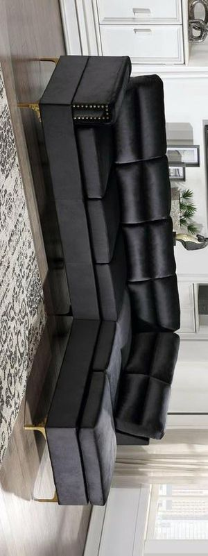 Vogue sectional sofa black for Sale in Houston, TX